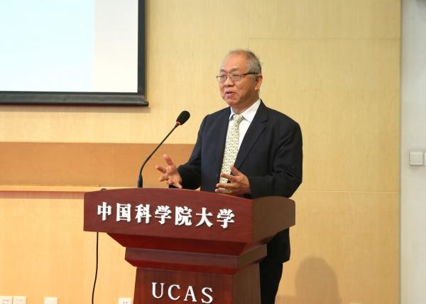 菲尔兹奖获得者丘成桐教授主持特邀报告