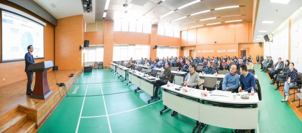 2017年1月10-11日,生物物理研究所召开了2016年度PI学术年会。徐涛所长、汪洪岩书记、许瑞明副所长、刘力副所长、孙命副所长、高光侠副所长等所领导,研究组长和青年科研骨干,以及各管理支撑部门共200余人参加了此次年会,中科院前沿科学与教育局沈毅处长应邀出席。