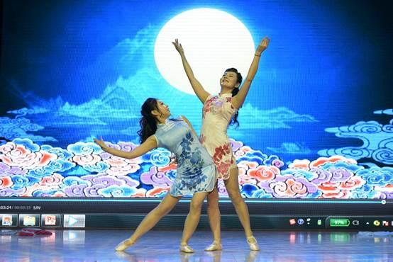 《岁月霓裳》师生同台共舞