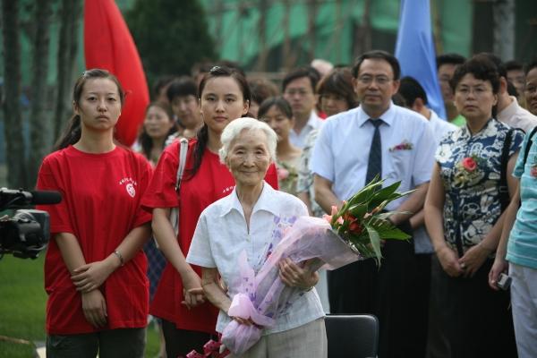 2007年9月,李佩先生出席中国科学院研究生院开学典礼