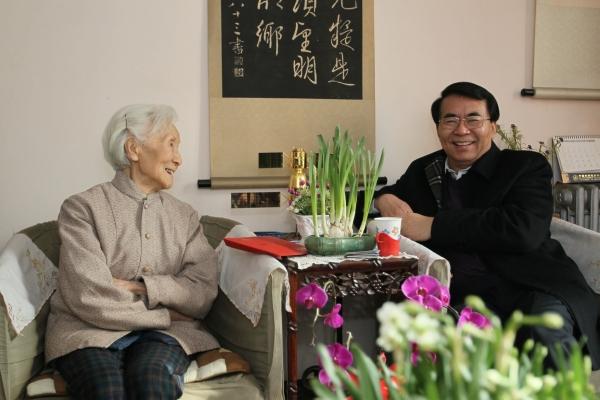 """中国科学院院长白春礼多次看望李佩先生,称赞她是""""优秀教师最突出的典范"""""""