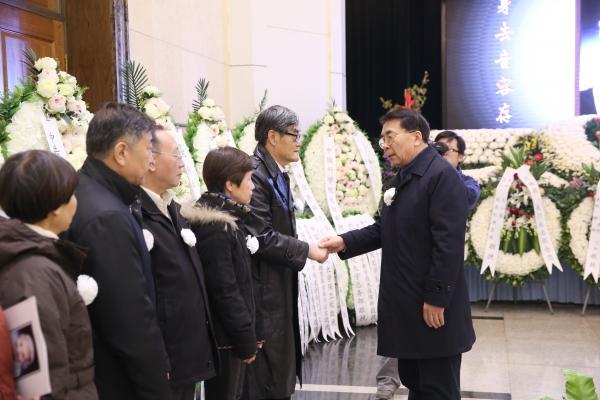 中国科学院院长白春礼向亲属表示慰问