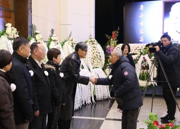 国家最高科技奖获得者郑哲敏先生向亲属表示慰问